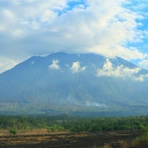 VULCANO  UPDATED INFO : MOUNT AGUNG LOWERING ALERT STATUS FROM LEVEL 4 TO LEVEL 3
