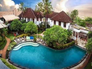 Hotel director on trial in Denpasar court accused of 1,6 billion embezzlement from hotel Escofera Hotel in Canggu.