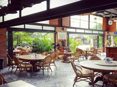 Bucu Cafe & Restaurant : Stylish open place with great ambiance to have healthy breakfast or home made Indo / Western food