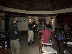 Pererenan villa party stopped by local authorities