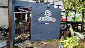 French restaurant and three attached businesses burned down in the early morning in Umalas / North Kuta.