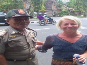 Confused western woman holidaying in Bali troubled Ubud police and after second arrest finally handled over to social services