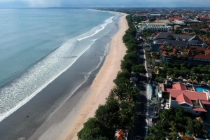 Bali governor closes beaches again the day after reopening