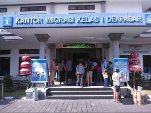Bali deported two foreigners for working illegal