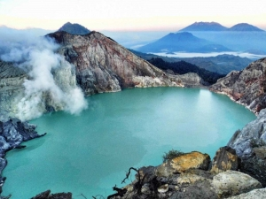 Mount Rinjani partly re-opens after earthquakes damage, Ijen re-opens after 3 days closure due reparations of climbing paths