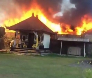 3 villas burned down caused by rubbish fire at the Keraton Resort Jimbaran