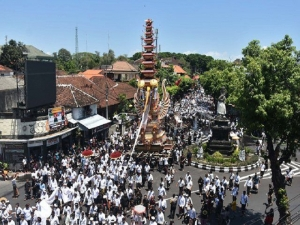 Royal cremation of the Queen of Denpasar ,two hours street parade with 18 meter high bade.