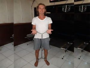 Handcuffed Russian prisoner escaped from Bali detention center.