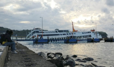 Capsized Ferry at Padang Bai still not evacuated